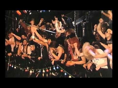 """Richard Gotainer vs Jango Edwards (doublé par Bernie Bonvoisin) - Le combat de rock - extrait du film """"Rendez-vous au tas de sable"""" (1990) de Didier Grousset"""