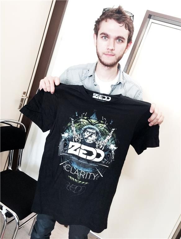 En t-shirt signerad av producenten Zedd på Tradera.com -