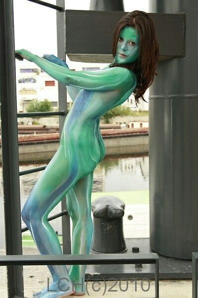 Body painting in public 1
