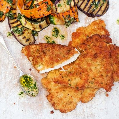 The Chiappa Sisters' crunchy breaded chicken récipe - These breaded chicken pieces make for soothing comfort food and bring back lovely Italian memories for all of us. Serve with roasted vegetables and a little pesto.