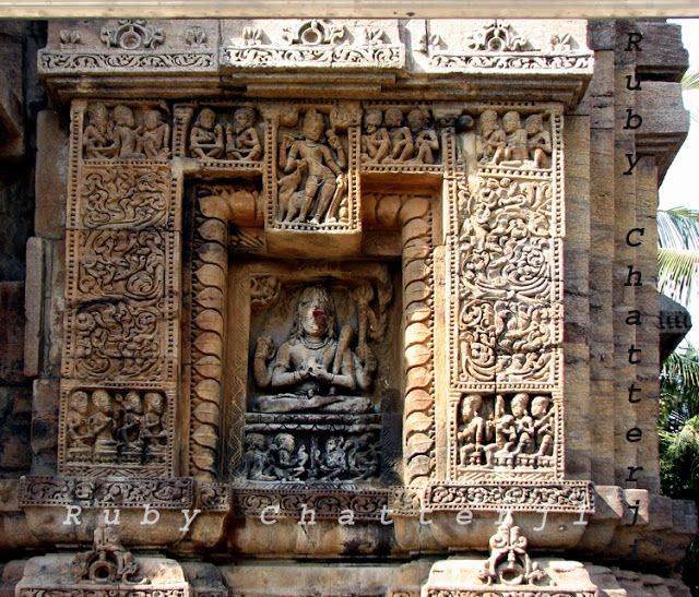 An exquisite wall-relief of Lakulisha with Siva placed at the top of the framing of lotus petals.