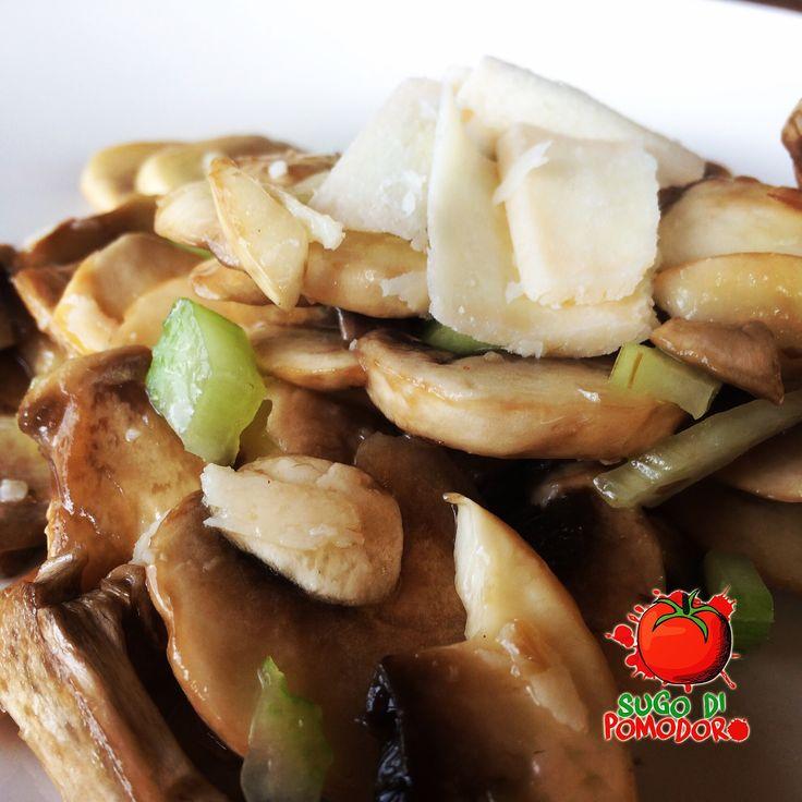 ¿Buscas algo rápido y diferente? Prueba a preparar una ensalada de champignón y parmigiano ¡deliciosa! #SugoDiPomodoro #Cocina #Nutrición #Recetas #FoodPorn #ClasesDeCocina #Gastronomía  #Tasty #CocinaParaPerezosos #QueHacerEnMedellin