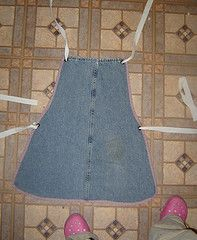 Apron made of old JeansRecycle Jeans, For Kids, Dark Brown, Denim Legs, Blue Jeans, Legs Aprons, Jeans Aprons, Aprons Tutorials, Old Jeans