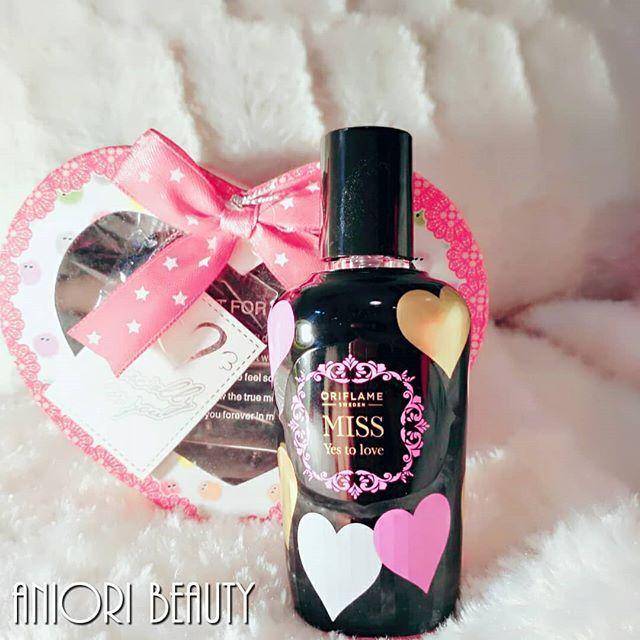 Miss yes to Love illatpermet tesztelve🌼💝🙋🍫 Ha lemaradtál a Valentin napról egy édes romantikus aroma megvidámít. Málna, szívvirág, krémes mandula..mindennapra fujkálni jó..#missyestolove #illat #illatpermet #testpermet #romantikus #édes #mik #szív #szívvirág #mandula #valentin #valentinday #valentinnap #agreeoriflame #ikozosseg #iközösség #insta_hun #magyarinsta #parfüm #stílus #style #romantikus #csajos #rózsaszín #vidám #happy #happyness #masni