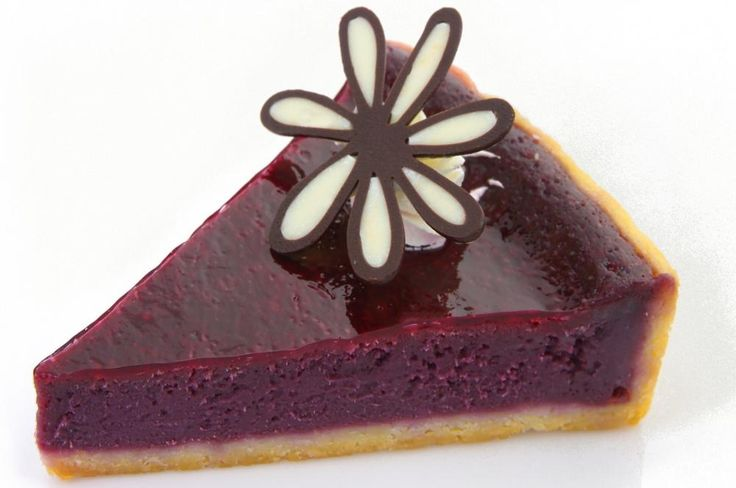 Oppskåret stykke med blåbær ostekake  http://kakene.no