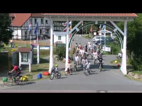 Holiday home Feriendorf Altes Land 1 - Twielenfleth - Visit http://germanhotelstv.com/feriendorf-altes-land-ii The holiday village Altes Land is located in Hollern-Twielenfleth directly at the dyke on the river Elbe between the cities Hamburg and Stade. You stay in a detached holiday home (ca. 60 m2) with a private terrace and grounds. -http://youtu.be/eWQ4DfD3HyQ