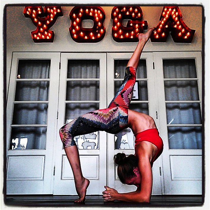"""Amanda Manfredi - преподаватель йоги и фотограф. Свои фотографии она называет """"окнами"""". Каждое такое """"окно"""" рассказывает свою историю и отражает характер йога или йогини."""