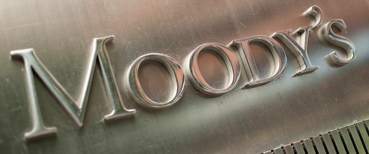 """Moody's Investors Service announced Thursday it will not downgrade Illinois' credit rating to """"junk,"""" but says it hasn't ruled out the possibility."""