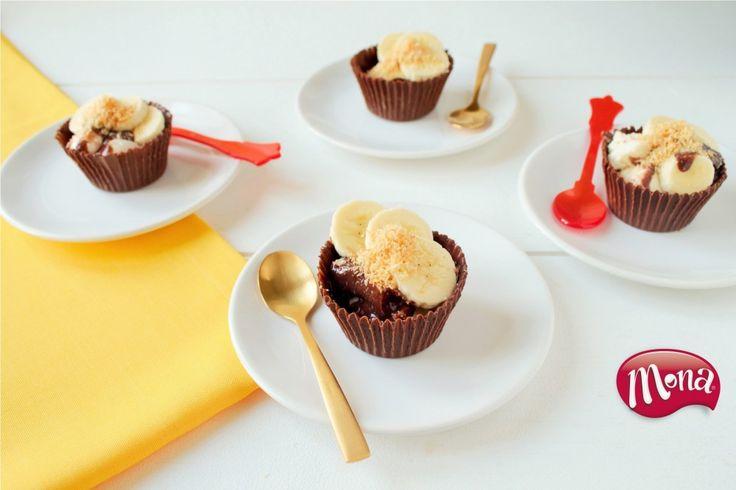 Na het succes van de zelfgemaakte chocoladebakjes met behulp van ballonnen, komen we nu met een nieuwe variant: eetbare bakjes van chocolade gemaakt in een cupcakevorm! Net zo simpel te maken, maar net even een ander effect. Helemaal feestelijk met Mona Luchtige Dame Blanche pudding versierd met plakjes banaan en geraspte kokos. Lekker hoor! Bereidingstijd: …