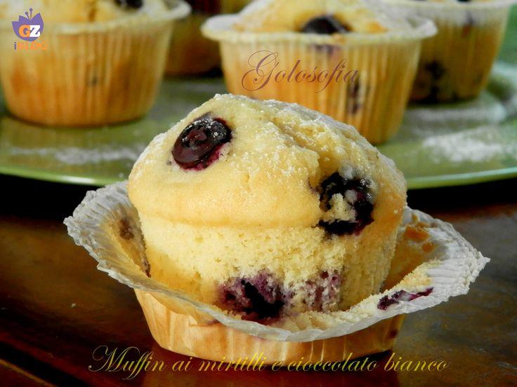 Muffin ai mirtilli e cioccolato bianco, soffici e golosi, ideali per la prima colazione..buonissimi!