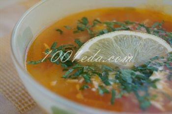 Томтный суп с колбасой и сыром фет