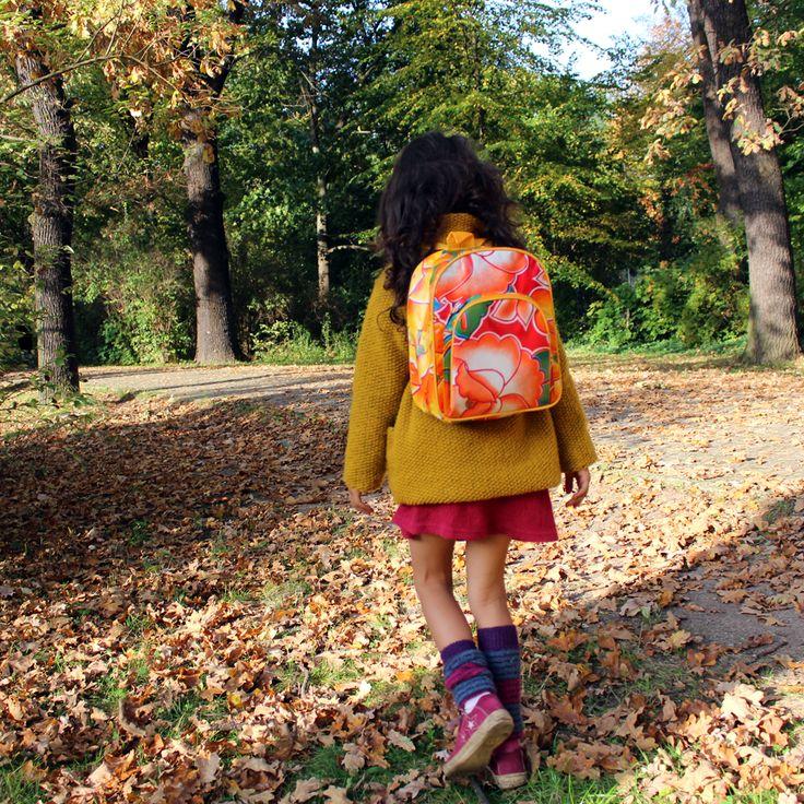 Kinderrucksack zum Verlieben! Leuchtende Farben und wunderschöne Muster, handgenäht und fair produziert in Mexiko. Erhältlich bei Ikuri.