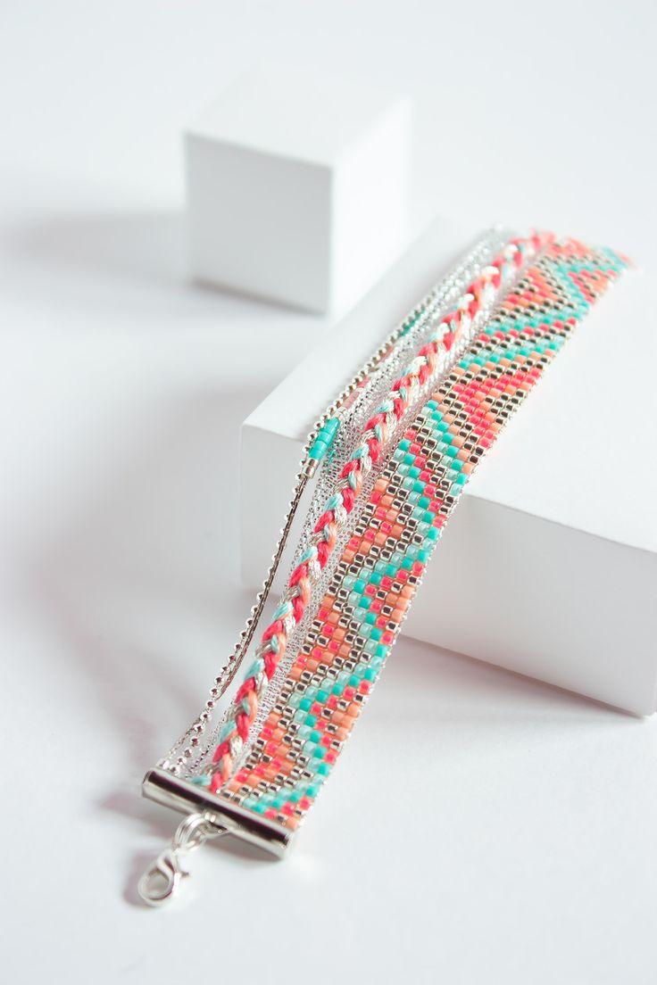 Bracelet 100% fait à la main en France  ( FAIT SUR COMMANDE )  DESCRIPTION : Bracelet tissé avec des perles miyuki delicas  Longueur du tissage : entre 13 et 14 cm , + 5 cm - 14232533
