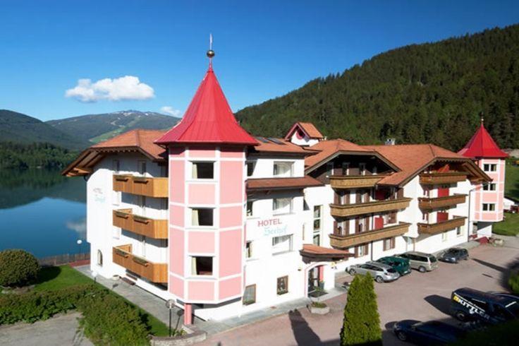Herzlich willkommen im Hotel Seehof *** am Kronplatz bei Welsberg im Pustertal. Entspannen und erholen Sie sich in familiärer Atmosphäre. Mehr auf www.travelina.ch