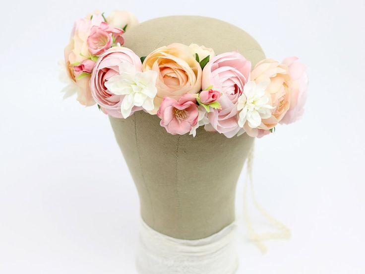 Ślubny wianek w odcieniach różu i pastelowego pomarańczu...  Do kupienia w sklepie internetowym Madame Allure :)