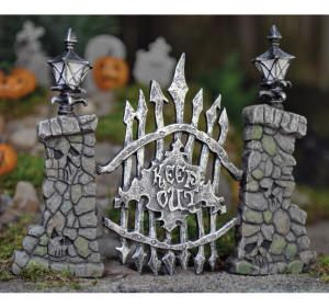 A scary gate for your Halloween mini garden! via Magical Omaha. Definitely necessary to decorate for the holiday if you have a doll house