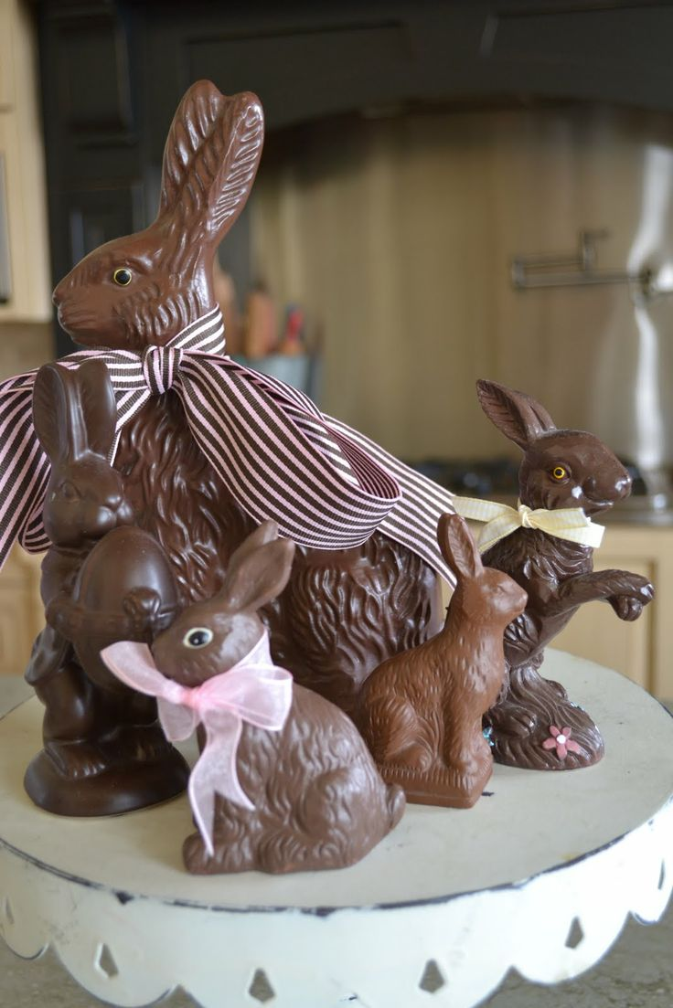 Love the idea of this; use real chocolate bunnies for a display in our foyer. The whole house would smell delish when people come in, and they really aren't very expensive to buy. (Could melt for baking after, if too tempted to eat them whole, lol)