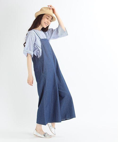 ゆったりとしたサイズ感のサロペット。 ライトオンスのデニムを使用することで、軽やかな印象に仕上げました。 細めの肩紐やワイドシルエットが女性らしく、綺麗に着ていただけます。 レースやフリルのインナー合わせが、今年らしいおすすめの着こなし方です。