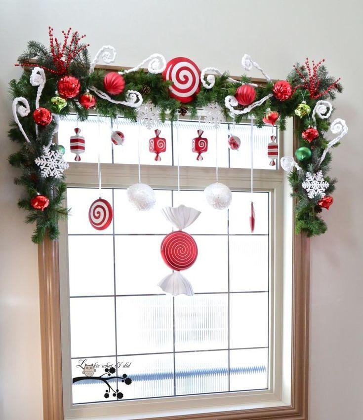 Традиционный новогодний декор на окне. .