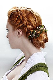 Step-by-Step-Styling: Frisuren fürs Oktoberfest - Frisuren & Haare - Magazin - COSMOTY.de