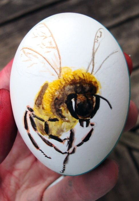 """Bee Easter Egg"""