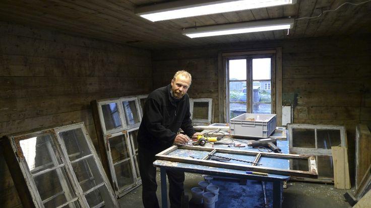 Roger G Persson restoring windows in Storhurraen.