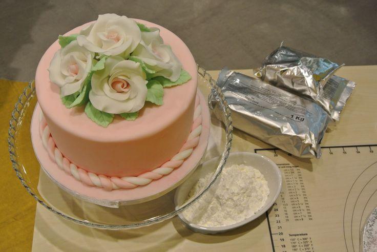Anche oggi al via i nostri corsi di Cake Design: tema Flowers
