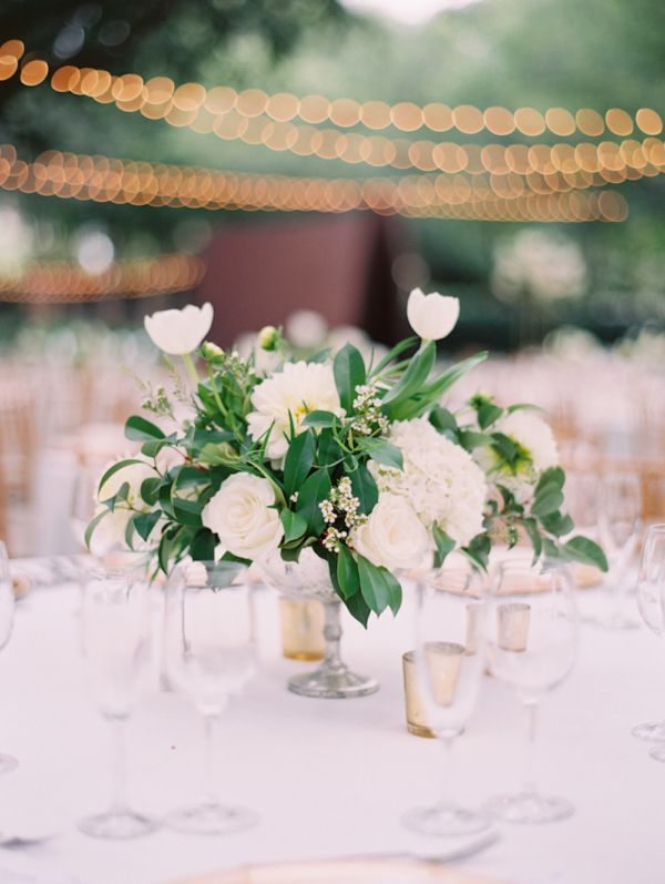 Classic Garden Wedding At Nasher Sculpture Center With Images Wedding Floral Centerpieces Small Wedding Centerpieces Wedding Centerpieces