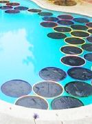 DIY Lily Pad Pool Warmers using the sun and hula hoops and polyethylene film. With these mini blankets, you can keep swimming!