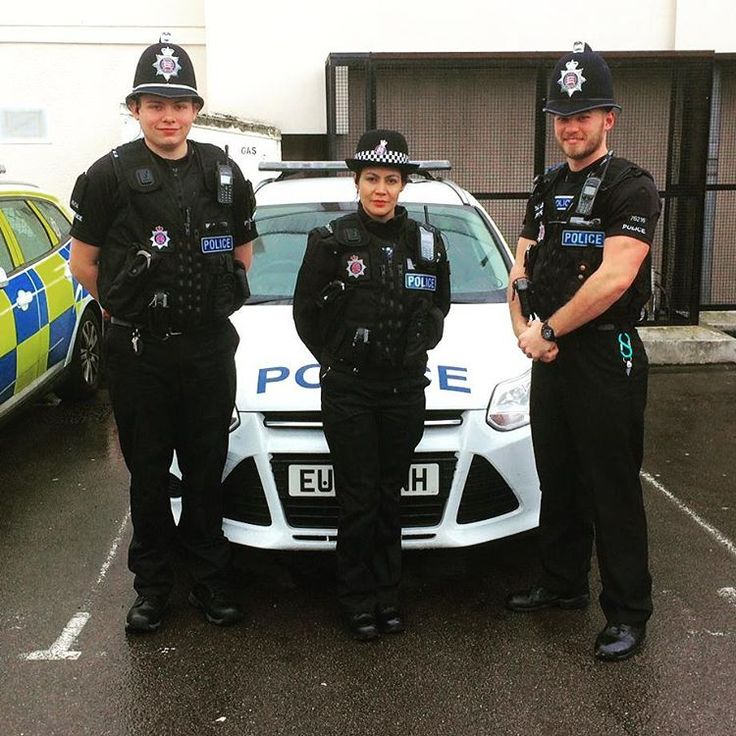 Special Constables Stallman, Guevara and Swinerd were all out on patrol in #Harlow town centre today. SC Mike Swinerd tweeted 'So many positive comments from Harlow residents about seeing police patrolling the town centre #MakingADifference. Having a parent come up to us and say his 4 year old wanted a photo with us is a great feeling. Had a chat with the little man and gave my hat! ' Twitter.com/ScMikeSwinerd Photo by Twitter.com/InspPaulMaleary #EPSpecials #EssexPolice