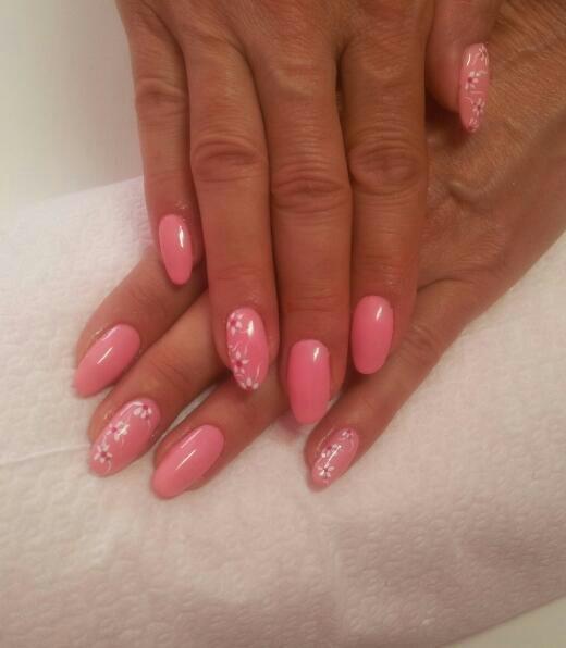 rosa confetto con piccole margherite
