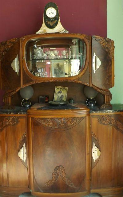 Credenza Art Dèco francese in noce - La Bottega d'Arte Minerva dal 1943 è al servizio della clientela, con grande esperienza nel restauro del mobile antico. Un'ampia collezione di manifesti [...]