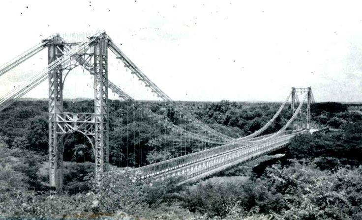 Puente dise#ado por Eiffel sobre el Rio Cuyuni, Edo. Bolivar Venezuela