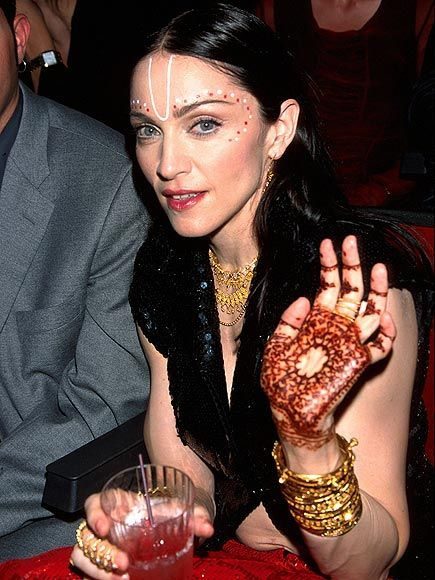 this picture shows madonna with mehndi henna tattoos on page 32 33 the text describes mehndi. Black Bedroom Furniture Sets. Home Design Ideas