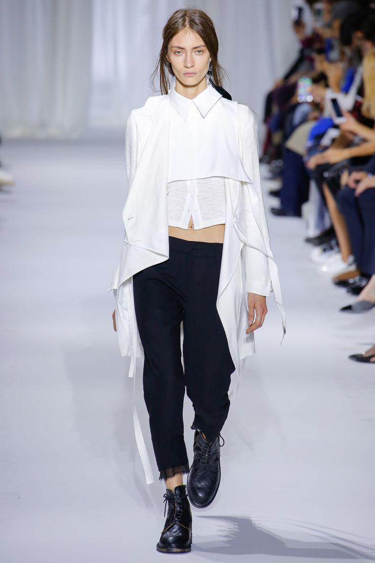 Ann Demeulemeester Spring 2017 Ready-to-Wear Fashion Show - Marine Deleeuw (Elite)