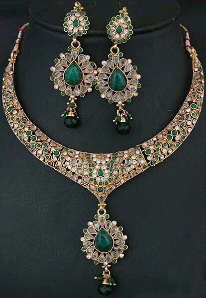 Emrald and kundan necklace