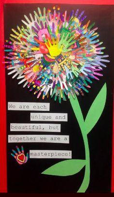 """Cartaz de porta: """"cada um de nós é único e especial, mas juntos somos uma obra de arte! Bem vindo a turma 41. Estagiária Daniéla da Silva"""""""