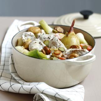 Le risotto : peler et couper finement l'échalote et la faire rissoler dans une casserole avec 40 g de beurre et de l'huile d'olive.