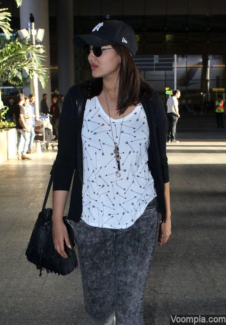 Sonakshi Sinha spotted at Mumbai airport. via Voompla.com