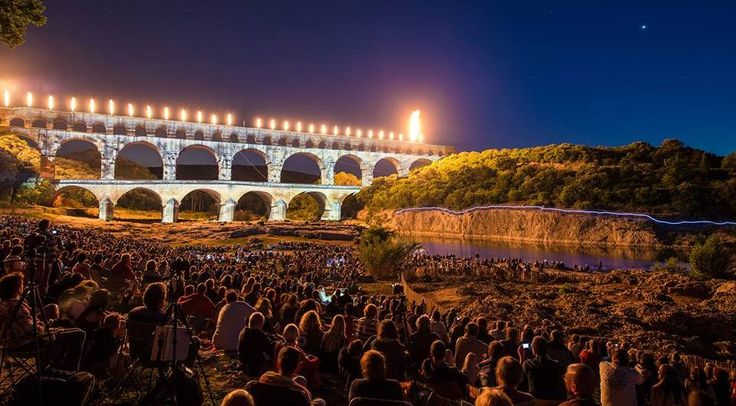 En juin, juillet et août, le site du Pont du Gard a reçu la visite de 781.000 personnes venues de France et du monde entier. La fréquentation touristique est en hausse de presque 4% par rapport à la même période en 2014. Une affluence qui s'explique probablement par l'ensoleillement et la diversité des propositions culturelles et festives de l'Etablissement Public.