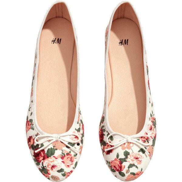 H&M Ballet pumps £4 ($3.07) ❤ liked on Polyvore featuring shoes, flats, h&m, floral, ballet pumps, bow flats, floral flats, h&m shoes and flat shoes