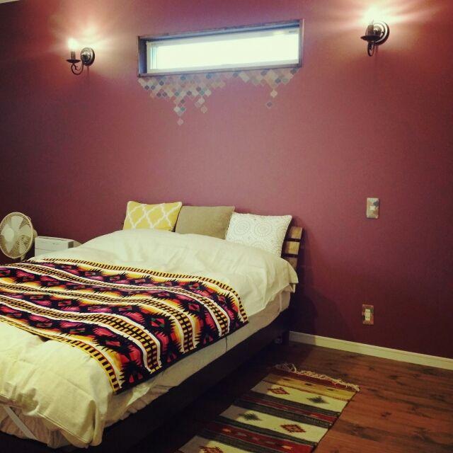Reiyaさんの、寝室,オーデリック,キリム風ラグ,ニトリのクッションカバー,ニトリ,モロッコ風,モロッコ,mt CASA,マスキングテープ,アクセントクロス,無垢の床,パイン材,ペンドルトン,ベッド周り,のお部屋写真