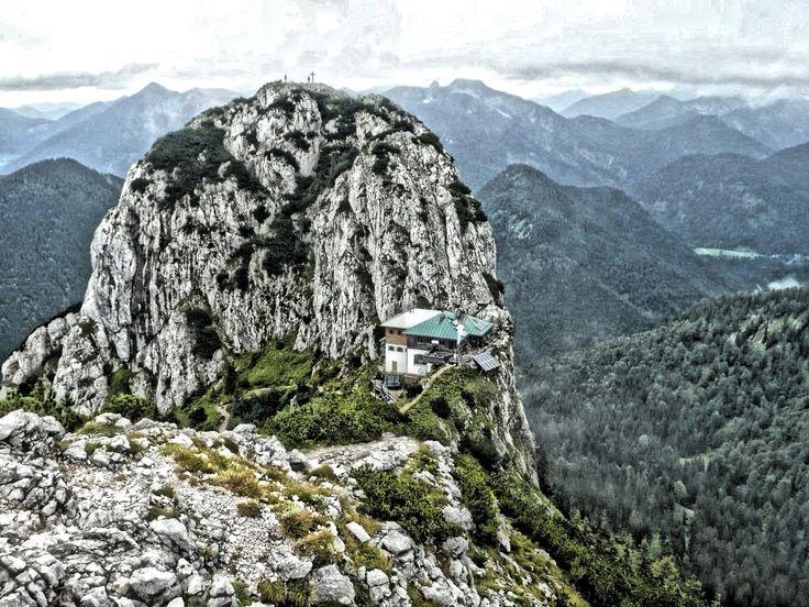 Tegernsee Wandern: Traumhafte Bergwanderung zur Tegernseer Hütte: www.hikeandbike.de