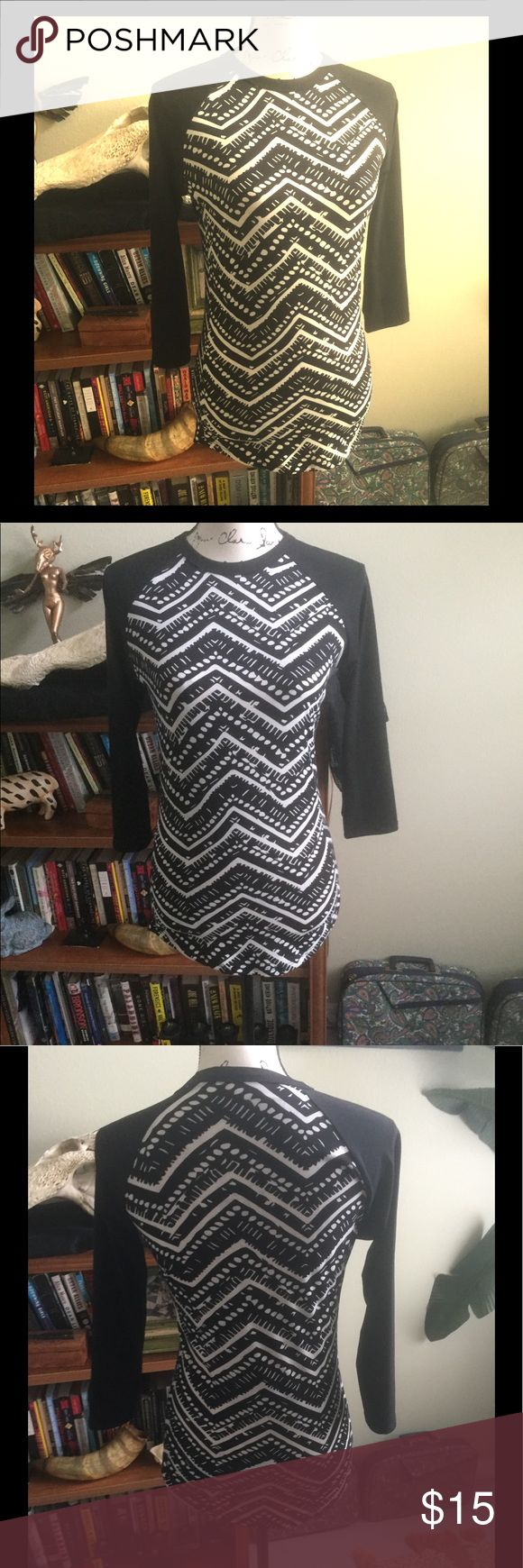 LuLaRoe Black and White 3/4 Long Tee Sz XXS LuLaRoe Black and White 3/4 Long Tee Sz XXS. Good Condition. LuLaRoe Tops Tees - Long Sleeve