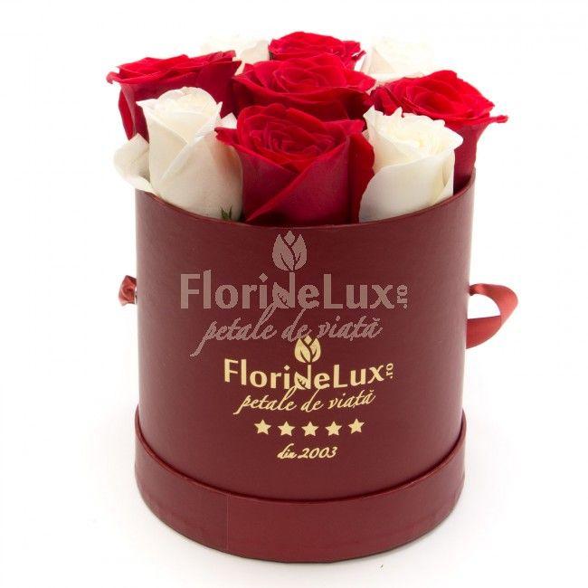 Cutie minunata cu trandafiri rosii si albi
