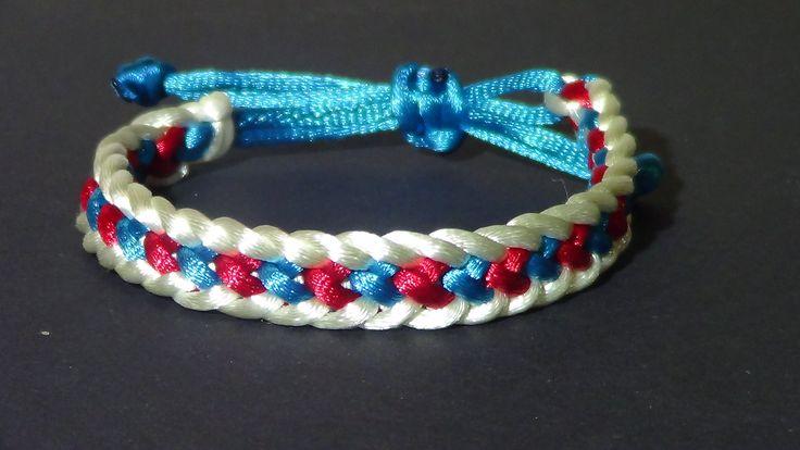 Pulsera Kumihimo cola de ratón corazones azules y rojos