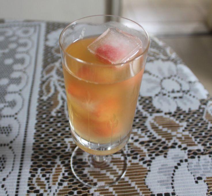 Chá branco com gelo de framboesas