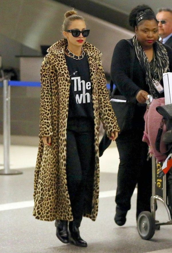 How the celebrities wear the faux fur at airport style ...