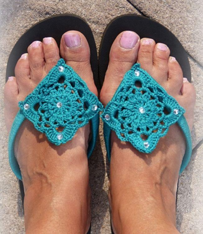 Kijk wat ik gevonden heb op Freubelweb.nl: een gratis haakpatroon van Atelier Valérie om je slippers te omhaken https://www.freubelweb.nl/freubel-zelf/gratis-haakpatroon-slippers/