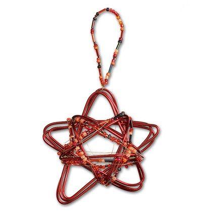Stjärna av metalltråd är en komplett materialsats till 3-4 st hängande stjärnor.